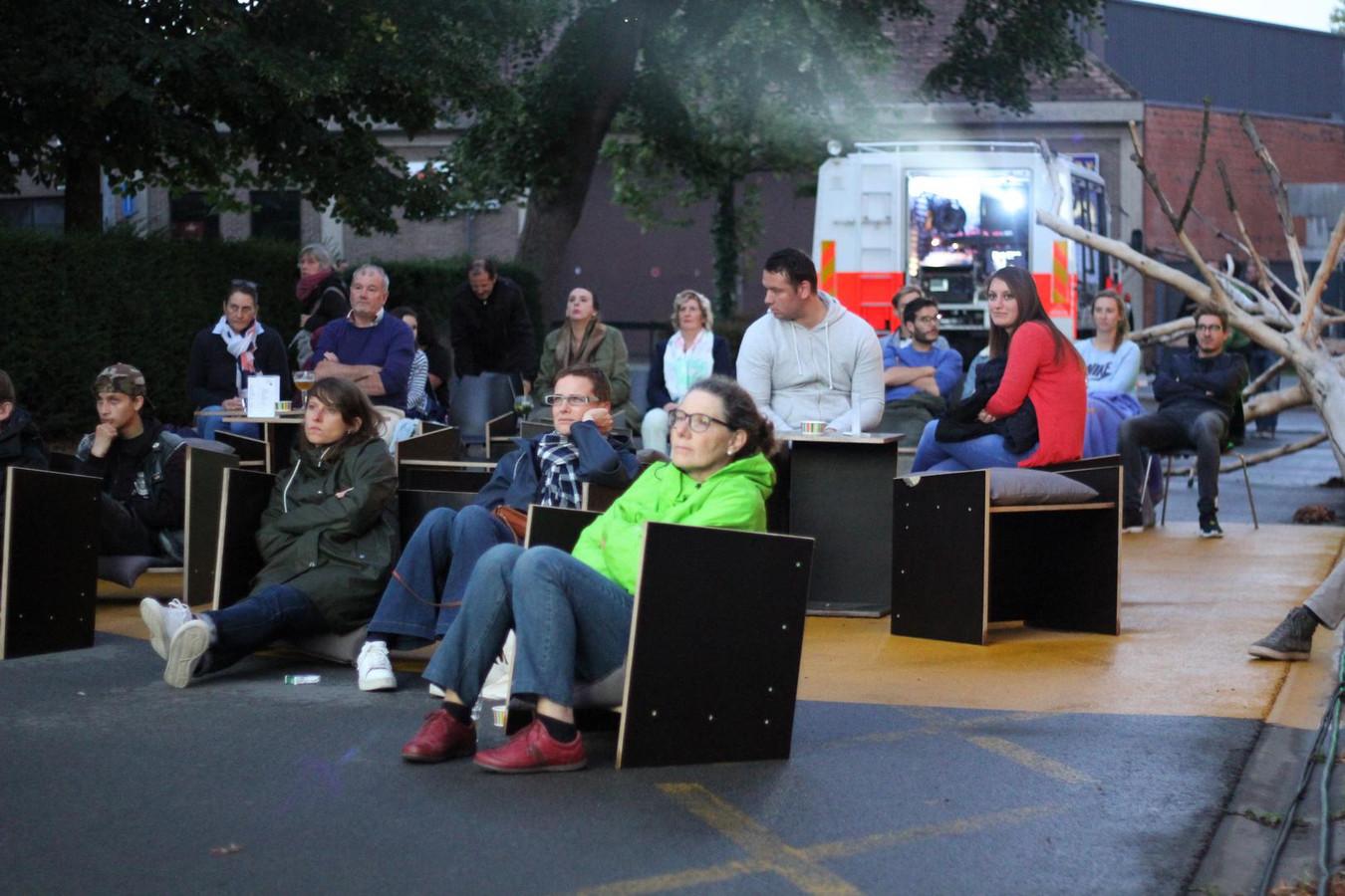 Genieten van een film in open lucht is nu mogelijk op de Houtkaai.