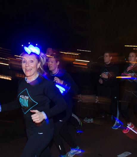 GLOW Run Eindhoven: lopende afsluiter van lichtfestival Glow (video)