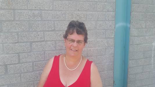 """Maria Schwarz (64) uit Kesteren: ,,Ik vind het hier fijn wonen, het is hier net een dorp, heel erg op zijn eigen."""" Wel zegt ze dat de sluiting van buurthuis De Loper de wijk geen goed heeft gedaan: ,,De mensen hier hebben nu helemaal geen recreatie en 's avonds op stap gaan naar een andere wijk is niet altijd even verstandig."""""""