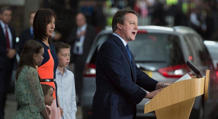 Cameron en zijn gezin bij zijn laatste speech Beeld epa