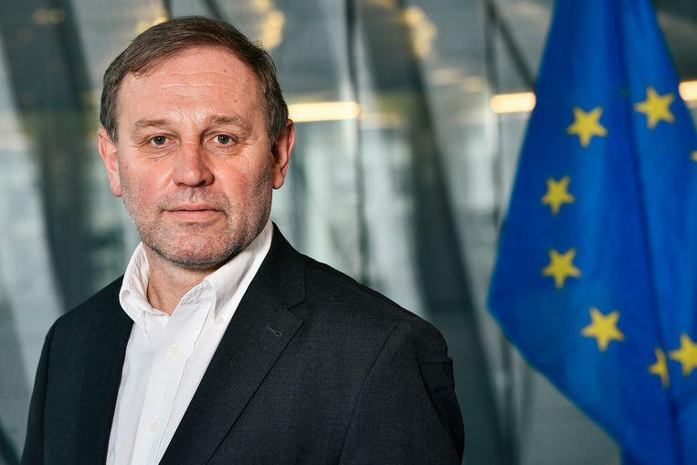 Bart Staes: 'Vergis je niet: de secretaris-generaal van de Commissie is een politieke poortwachter die de agenda bepaalt en kan als poppenspeler de touwtjes van dossiers in handen houden en verdelen onder commissarissen.' Beeld BELGA
