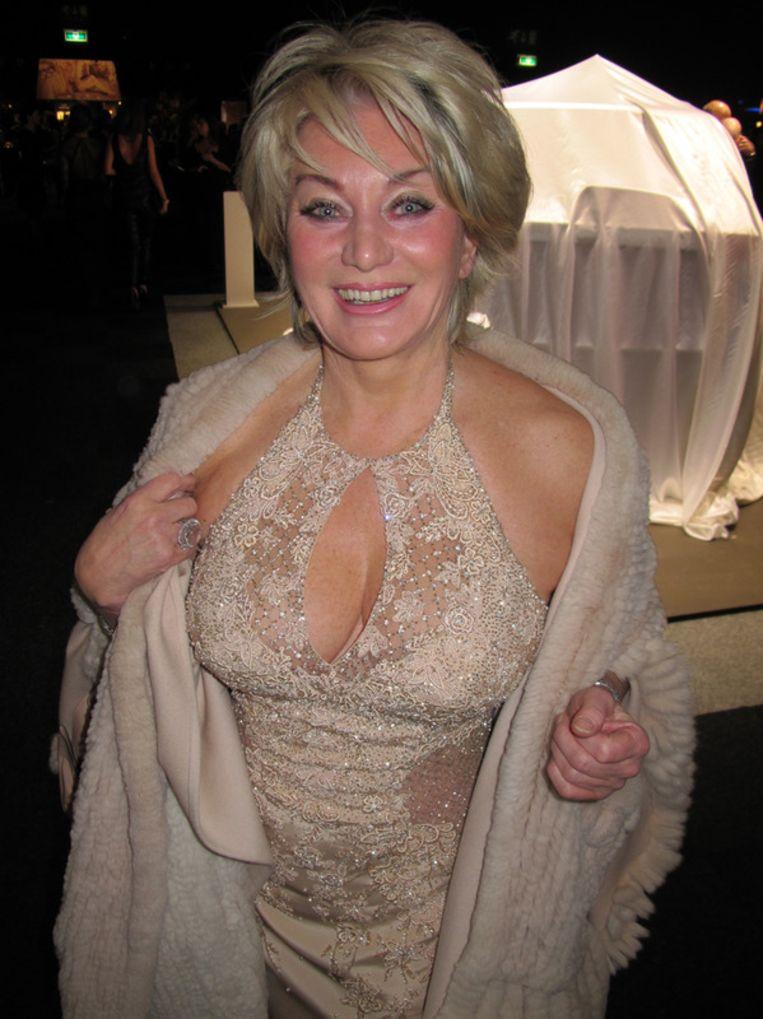 Marjan Strijbosch kennen we van Glitter Glamour Gordon. Nu is ze op zoek naar haar vriendin Marijke Helwegen. Beeld