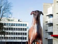 Standbeeld van Mannes de hond terug op station Assen