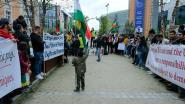 Honderdtal Koerden protesteert tegen Turkse inval Noord-Syrië en vraagt steun aan Europese leiders
