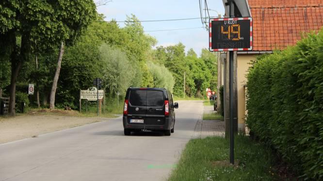 Werkstraf en rijverbod voor dertiger die tegen paaltje rijdt en nummerplaat achterlaat