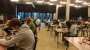 Feesten zit er in coronatijden niet in. De stedelijke fuifzaal doet nu tijdelijk dienst als examenlokaal voor het GO! Atheneum.