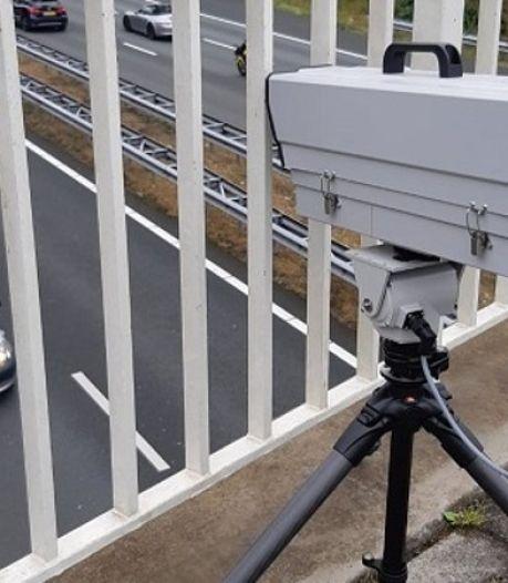 Deze slimme camera van de politie ziet of je een telefoon vasthoudt achter het stuur