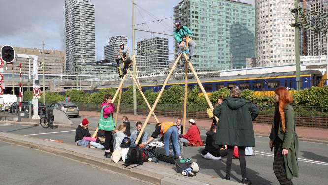 Politie maakt einde aan blokkades in Den Haag, ruim zestig klimaatactivisten opgepakt