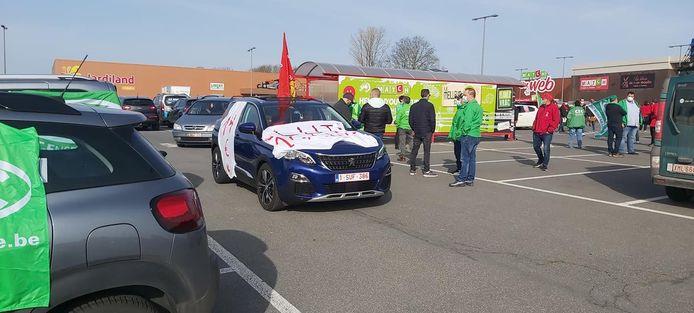Les syndicats sont arrivés en cortège à Jumet (Charleroi) pour contester les propositions de la FEB dans le cadre de l'AIP