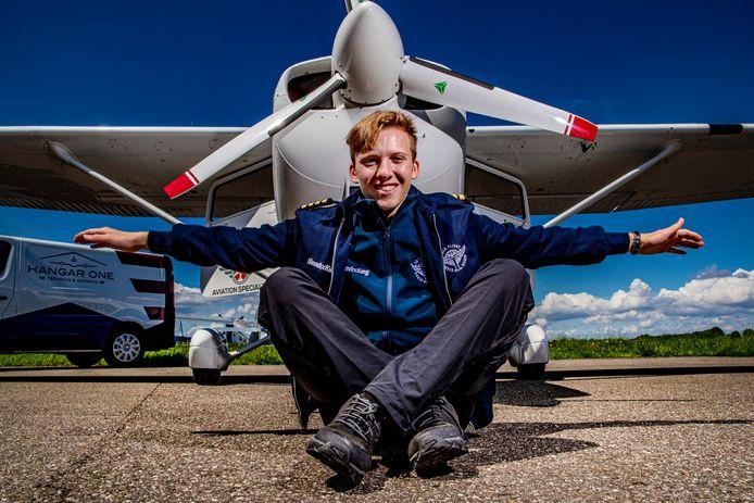 Travis Ludlow (18) heeft 40.000 kilometer rond de wereld gevlogen. Hij hoopt hiermee in de lijst van Guinness-records te komen.