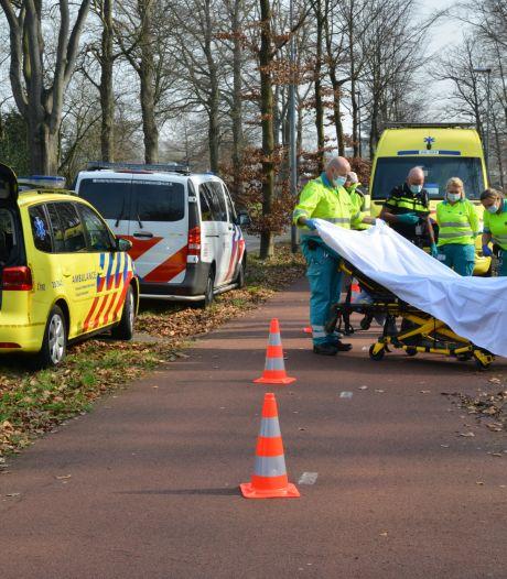 Scooterrijder valt in berm en raakt gewond in Breda