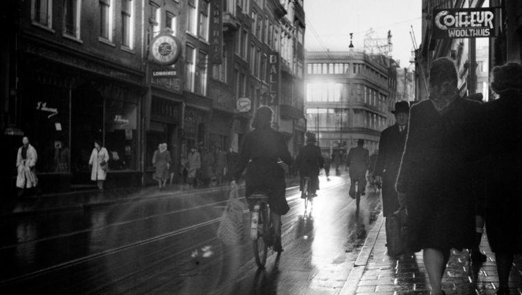Leidsestraat, Amsterdam, November 1945. Beeld Werner Bischof
