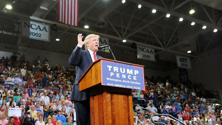 Trump spreekt zijn aanhangers in Wilmington toe. Beeld afp