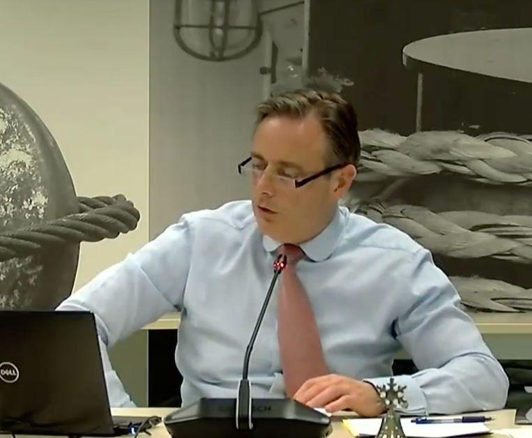 Burgemeester van Antwerpen Bart De Wever op de onlinegemeenteraad. Beeld RV