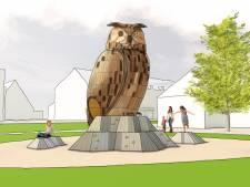 Enorme houten speel-uil in Vrijheidspark wordt nieuwe blikvanger Winterswijk