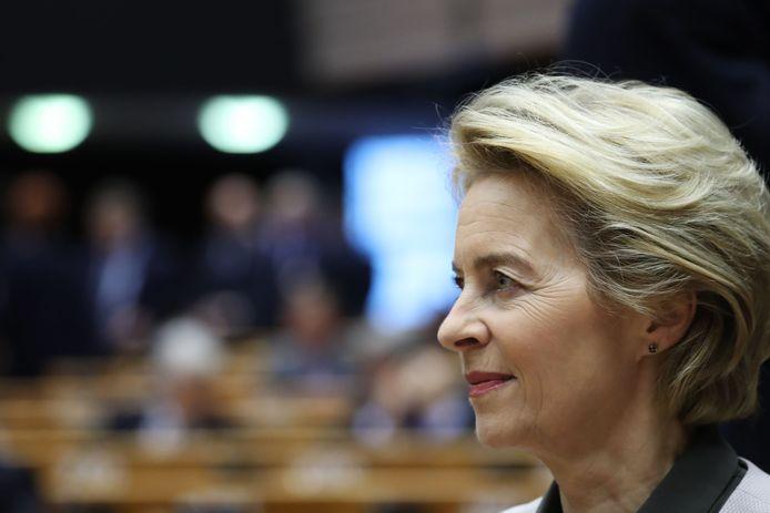 """La présidente de la Commission européenne, Ursula von der Leyen, assiste à une session du Parlement européen au cours de laquelle elle a dévoilé les grandes orientations du plan """" Green New Deal """" de la Commission pour lutter contre le changement climatique à Bruxelles le 11 décembre 2019."""