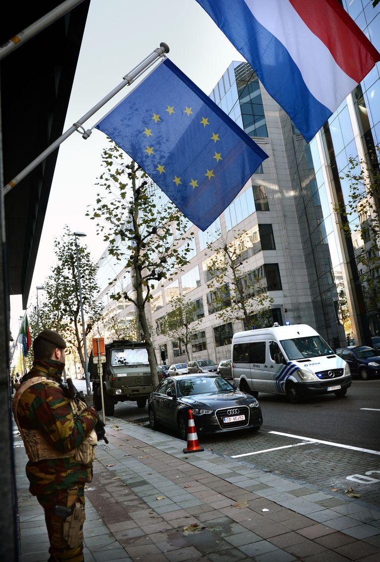 Beveiliging in Brussel. Beeld Marcel van den Bergh/ de Volkskrant