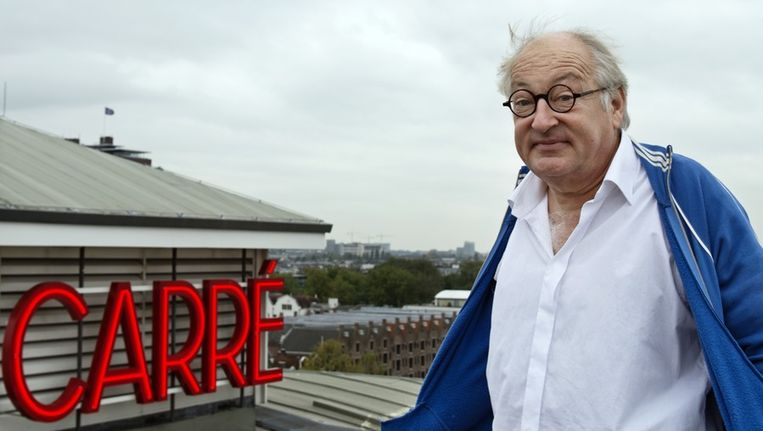 Youp van 't Hek op het dak van theater Carré. Beeld Lukas Göbel