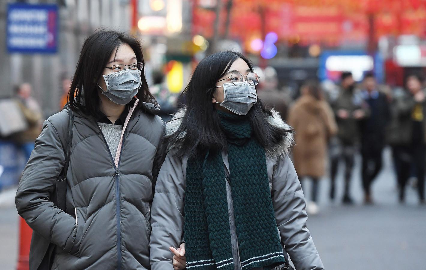 Ook in Londen dragen mensen gezichtsbeschermende maskers tegen de overdracht van het coronavirus, hoewel er in Europa nog geen besmettingen zijn gemeld.