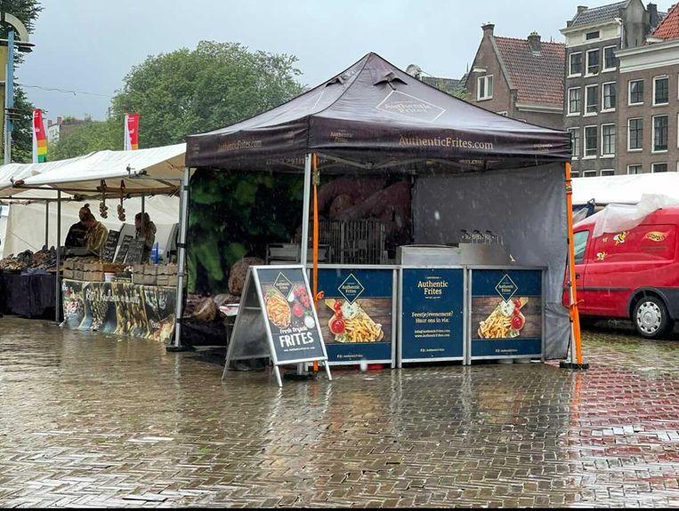 Een van de twee patatkramen van Richard van den Heuvel op de Nieuwmarkt. Beeld Privéfoto