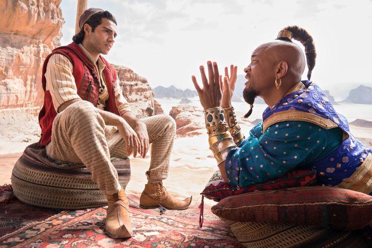 Mena Massoud (Aladdin) en Will Smith (Genie) in 'Aladdin'. Beeld Daniel Smith