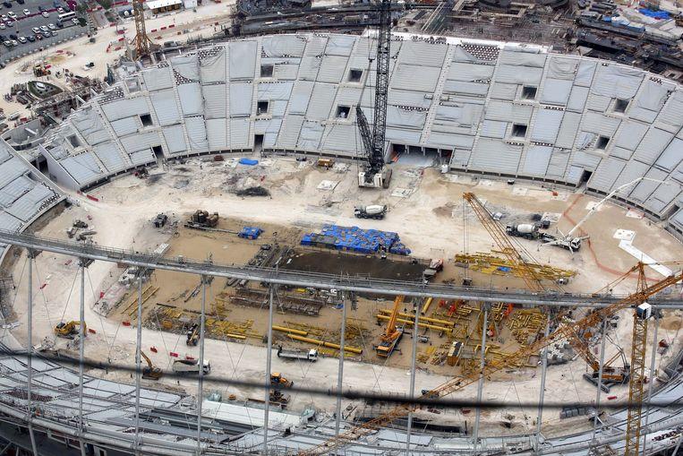 Het Khalifa- stadion in Doha in volle opbouw voor 2022. Beeld BelgaImage