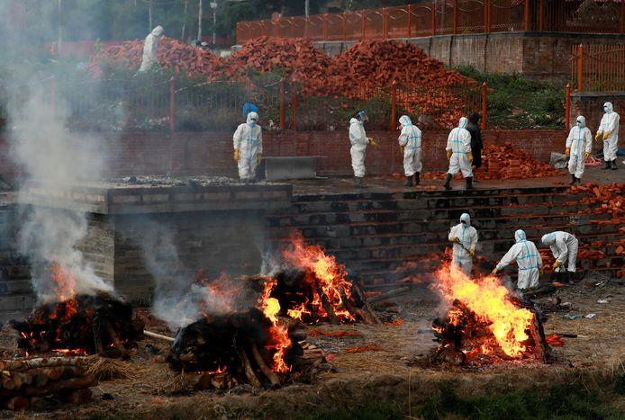 Slachtoffers van corona worden massaal gecremeerd.
