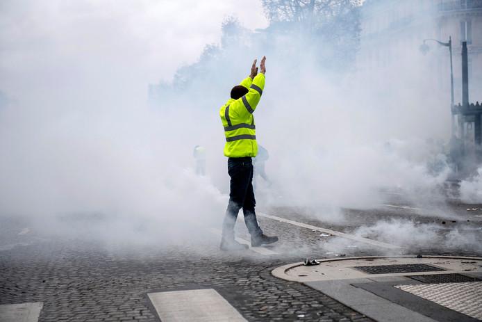 Een demonstrant van de 'gele hesjes' in Parijs.