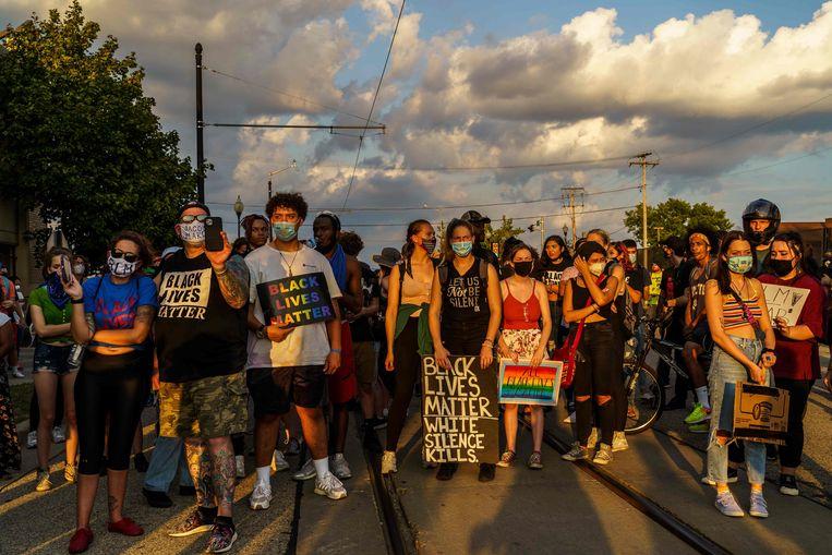 Een protestmars in Kenosha naar aanleiding van het neerschieten van Jacob Blake, op 27 augustus.  Beeld AFP