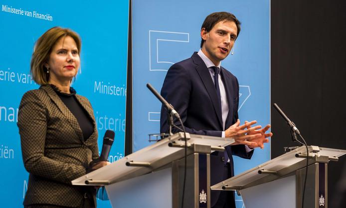 Minister Wopke Hoekstra van Financiën staat de pers te woord op het ministerie van Financiën. De Nederlandse Staat heeft een belang genomen in de holding Air France-KLM.