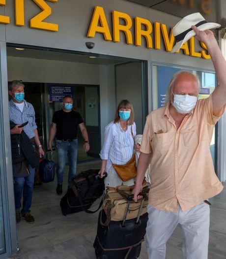 Nederlandse vakantiegangers negeren coronaregels in vliegtuig naar Kreta, aangehouden op luchthaven