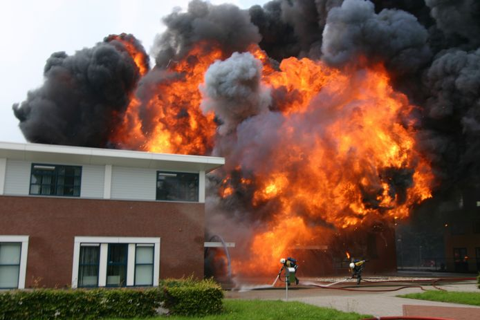 Een grote brand bij de Nedap in Eibergen. Er was al onrust in Berkelland over de bezuinigingen  door de veiligheidsregio op de brandweer, nu komt daar ook nog een ongewenste herindeling over heen.