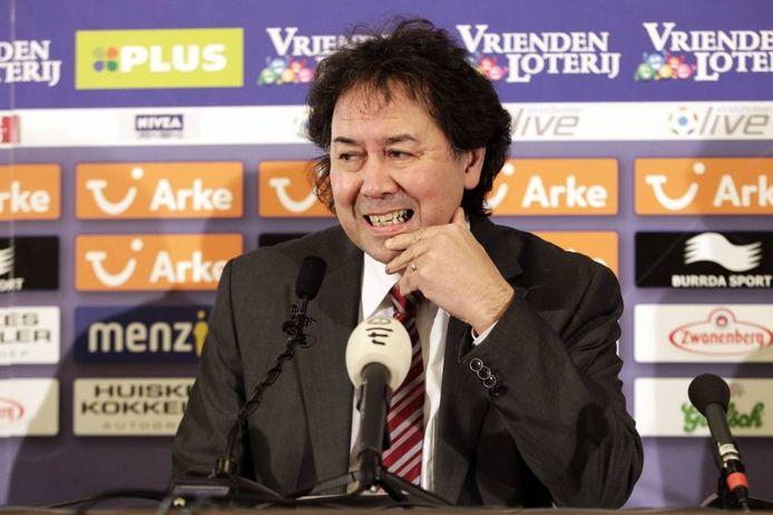 Joop Munsterman kijkt zorgelijk tijdens een persconferentie in 2012, toen hij nog voorzitter was van FC Twente. Vincent Jannink/ANP