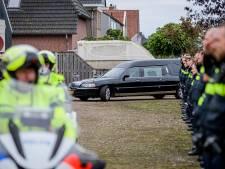 Tientallen agenten bewijzen overleden jeugdagent laatste eer: 'Hij was niet de bad cop'