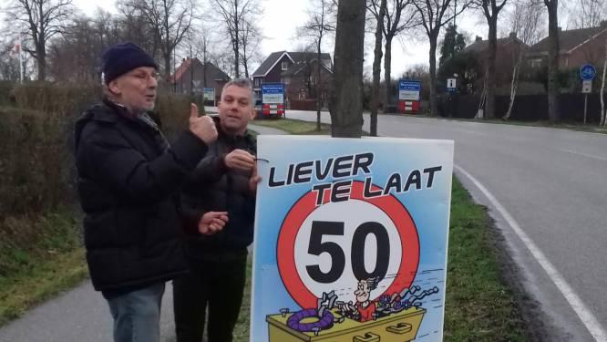 Ludieke posters tegen wegpiraten Westerhoven