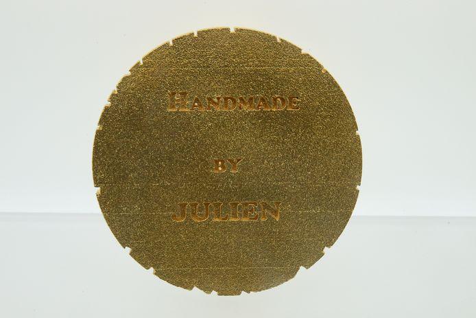Juwelier Julien De Maere met presse papier van Gent.