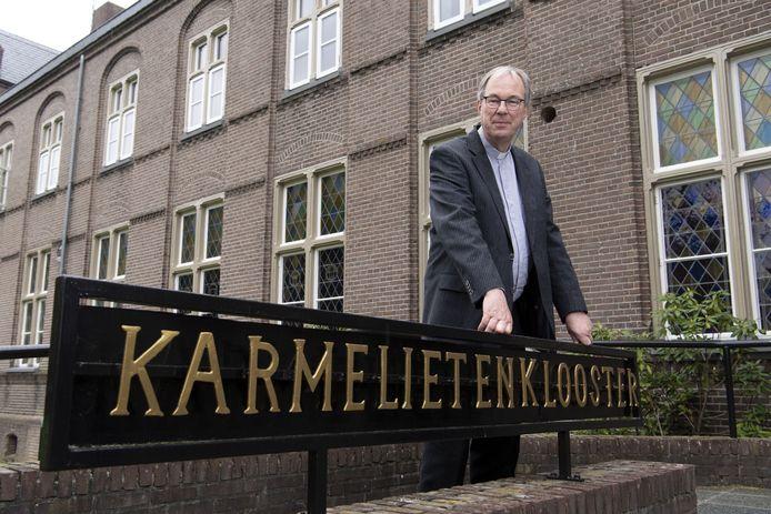 Pastoor Ton van der Gulik markeert zondag het einde van het tijdperk van de karmelieten in Almelo.  Hij blijft bewoner van het Karmelietenklooster in Zenderen en pastoor van de parochie.