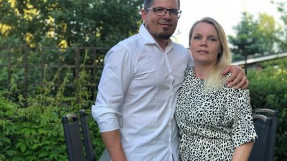 """Vlaming Willem (42) """"Ik had alleen maar oog voor haar"""", Finse Jonna (41) """"Hij volgde me overal. Nu heet dat misschien stalken"""" (lacht)"""