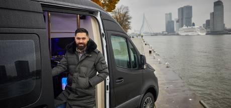 Serdar heeft een luxe kapperszaak op wielen: 'Een ondernemer zei laatst dat ik zijn redding was'