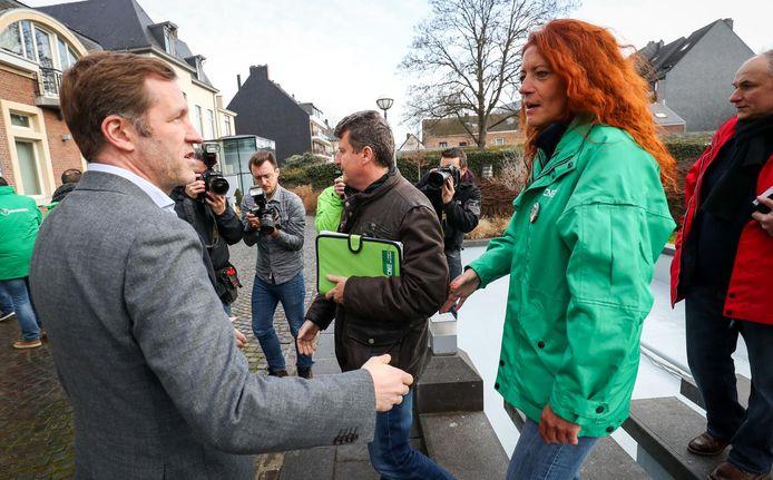 Paul Magnette est mis sous pression par les syndicats à Charleroi