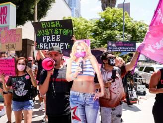 IN BEELD. Honderden fans van Britney Spears verzamelen voor rechtbank