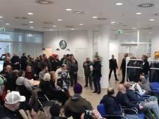 Bijna 200 moslims pleiten in Haagse stadhuis voor eigen begraafplaats