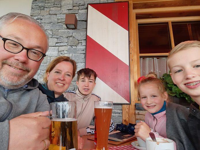 Jan Riesewijk en zijn gezin relaxen in het Oostenrijkse Mayrhofen.