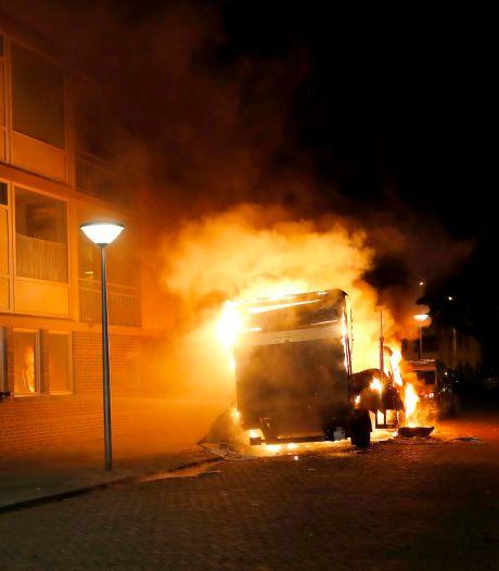 In de fik gestoken drugstruck in Eindhoven volgeladen met chemicaliën in Urk
