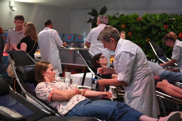 Voor het eerst konden donoren bloed geven in het artiestendorp van Rock Werchter.