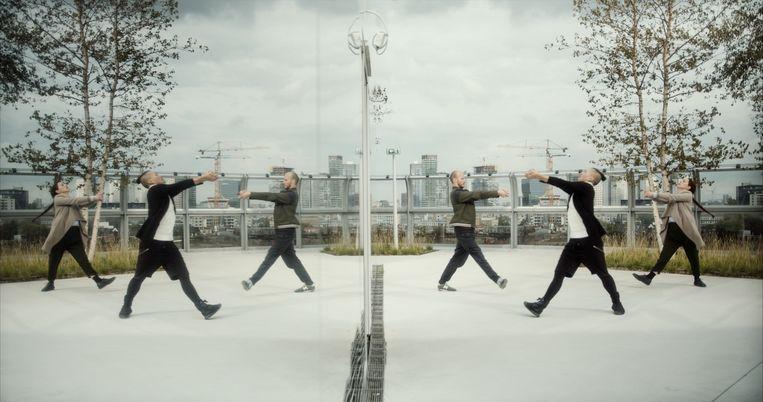 Uit 'Bouwgrond': Conny Janssen Danst op het dak van het nieuwe depot van Museum Boijmans Van Beuningen. Beeld Ruben Hamelink