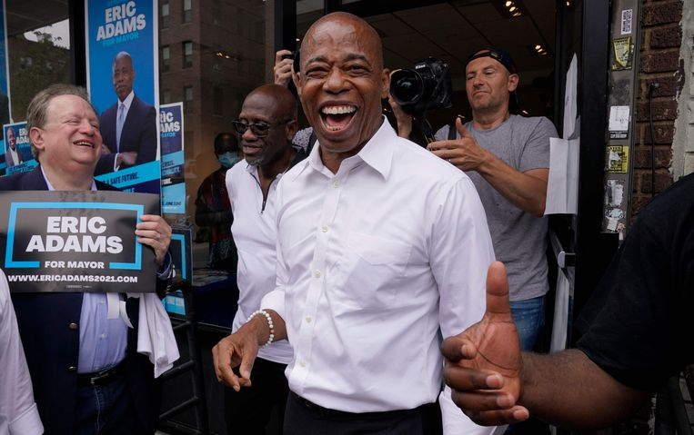 Adams in Brooklyn op 6 juli, een dag voor de Democratische voorverkiezingen voor het burgemeesterschap. Beeld AFP