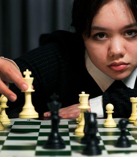 Regioclubs merken het Queen's Gambit-effect: ' Ik ben blij dat het juist een meisje is dat leert schaken'