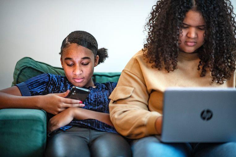 Populaire platformen als YouTube en Facebook mogen minder makkelijk wegkomen met het argument 'wij zijn slechts doorgeefluik', aldus de Europese Commissie. Beeld Guus Dubbelman / de Volkskrant