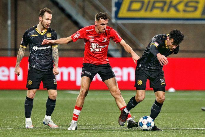 Helmond Sport speler Lance Duivestijn in actie tegen Roda JC